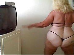 یک زن بالغ یک فیلم سوپر خواهر پسر را در یک بازی جنسی با یک عروسک بادی گرفتار کرد