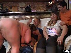 الاغ شلوار جوان جسور به سختی در یک فیلم سکس افراد مشهور dildo بزرگ قرار می گیرد