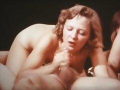 یک فیلم پورن مادر و پسر زن خانه دار بالغ با معشوقش در دریاچه می دوزد و در آنجا رابطه جنسی عمومی برقرار می کند